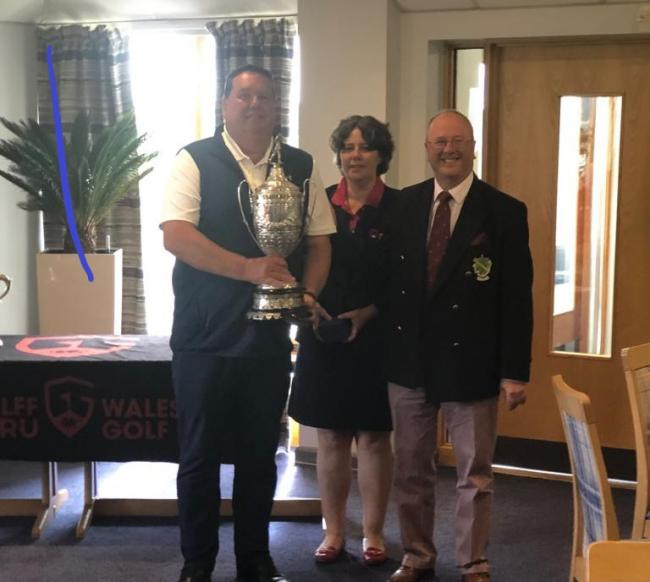 Nick with Dr Val Franklin, chairman of Golf Wales, and Martin Nickson, captain of Aberdovey Golf Club