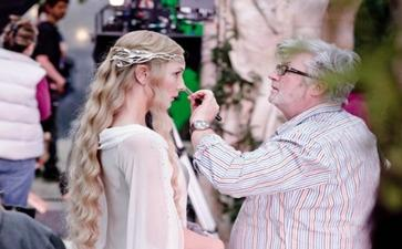 Peter Swords King, here applying makeup to actress Cate Blanchett on the set of 'The Hobbit'