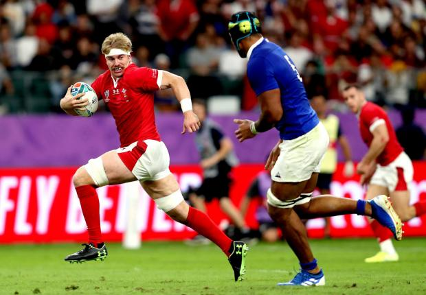 Penarth Times: DYNAMIC: Aaron Wainwright will start at number eight for Wales