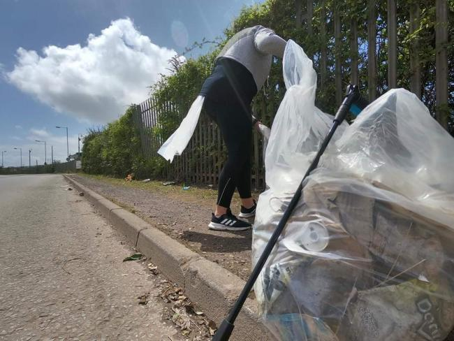 Doing Our Bit Barry (DOBB) clear litter in the town