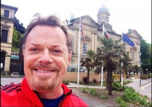 COMEDIAN Eddie Izzard enjoyed a gentle amble around Penarth last week...