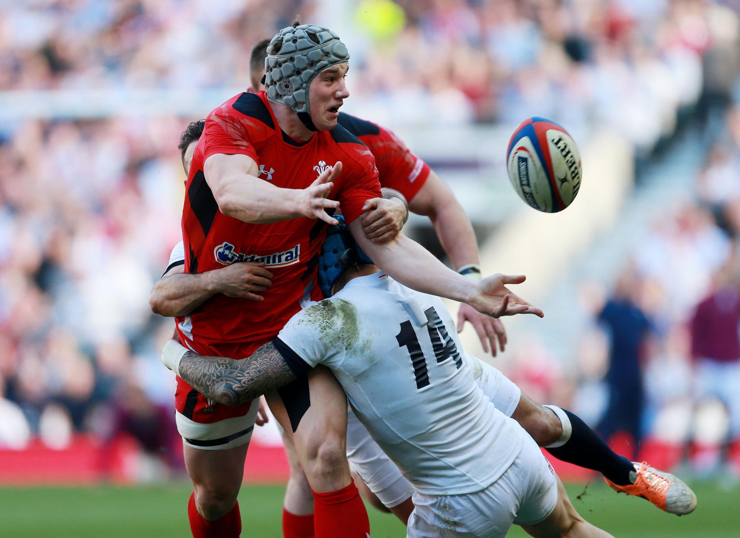 TOUGH DAY: Jonathan Davies and his Wales teammates struggled against a rampant England