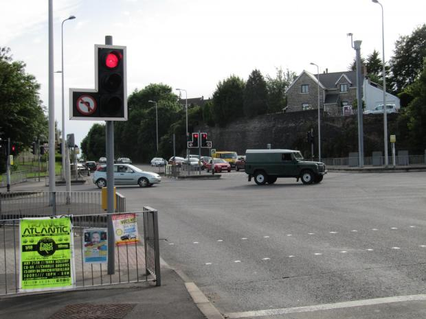 Penarth Times: ENDS OF THE ROAD? Concerns have been raised about the safety of the traffic lights at the Baron's Court junction (7014914)