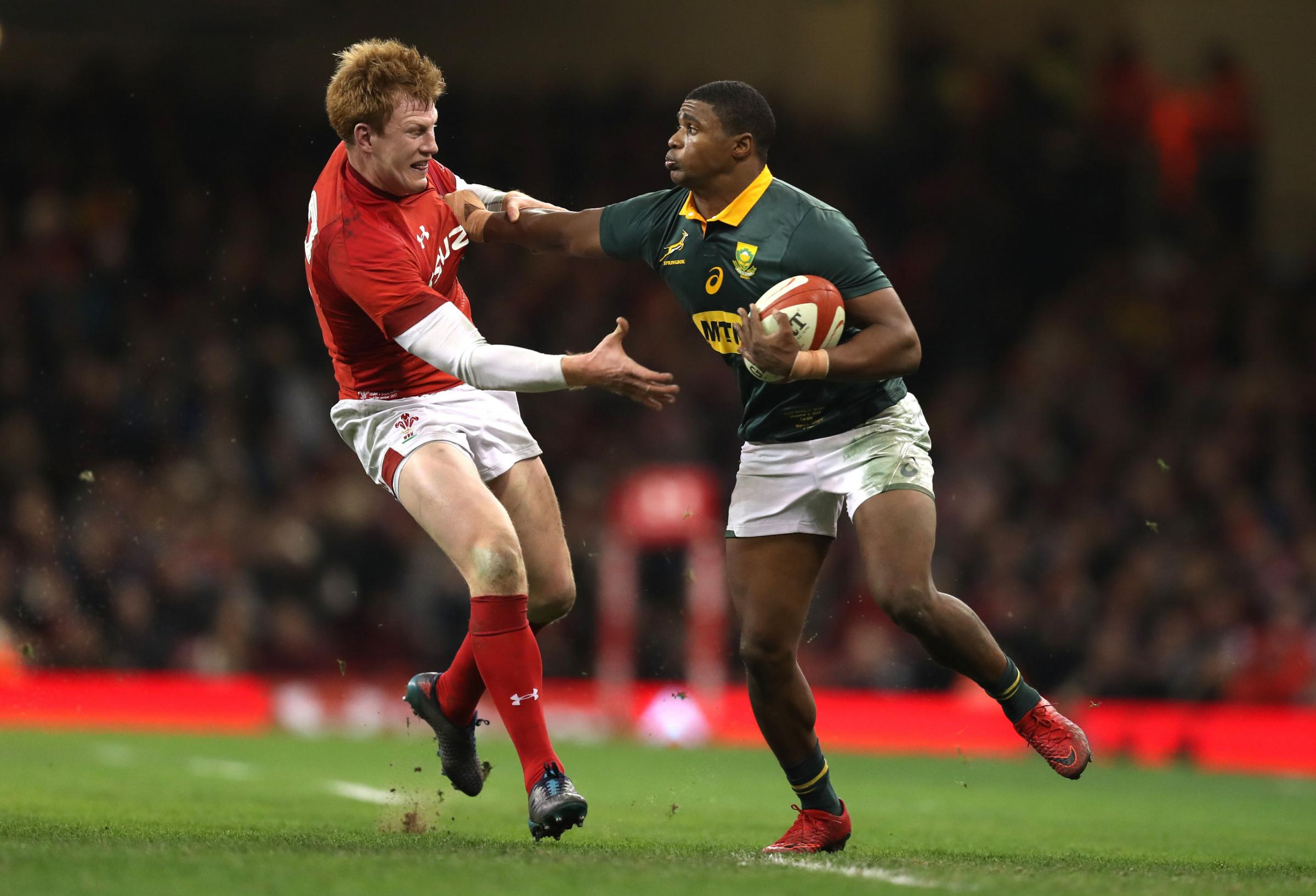 South Africa's Warrick Gelant (right) hands off Wales' Rhys Patchell during the Autumn International at the Principality Stadium, Cardiff. PRESS ASSOCIATION Photo. Picture date: Saturday December 2, 2017. See PA story RUGBYU Wales. Photo credit sh