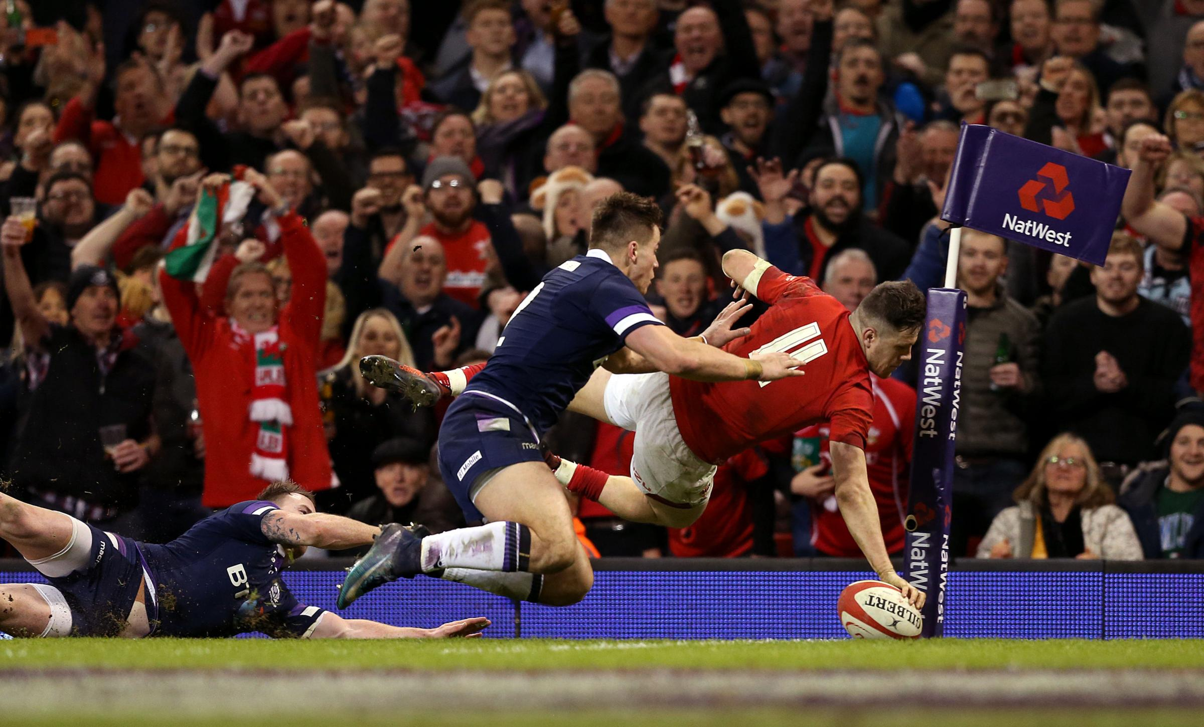 BONUS: Wing Steff Evans goes over for Wales' fourth try