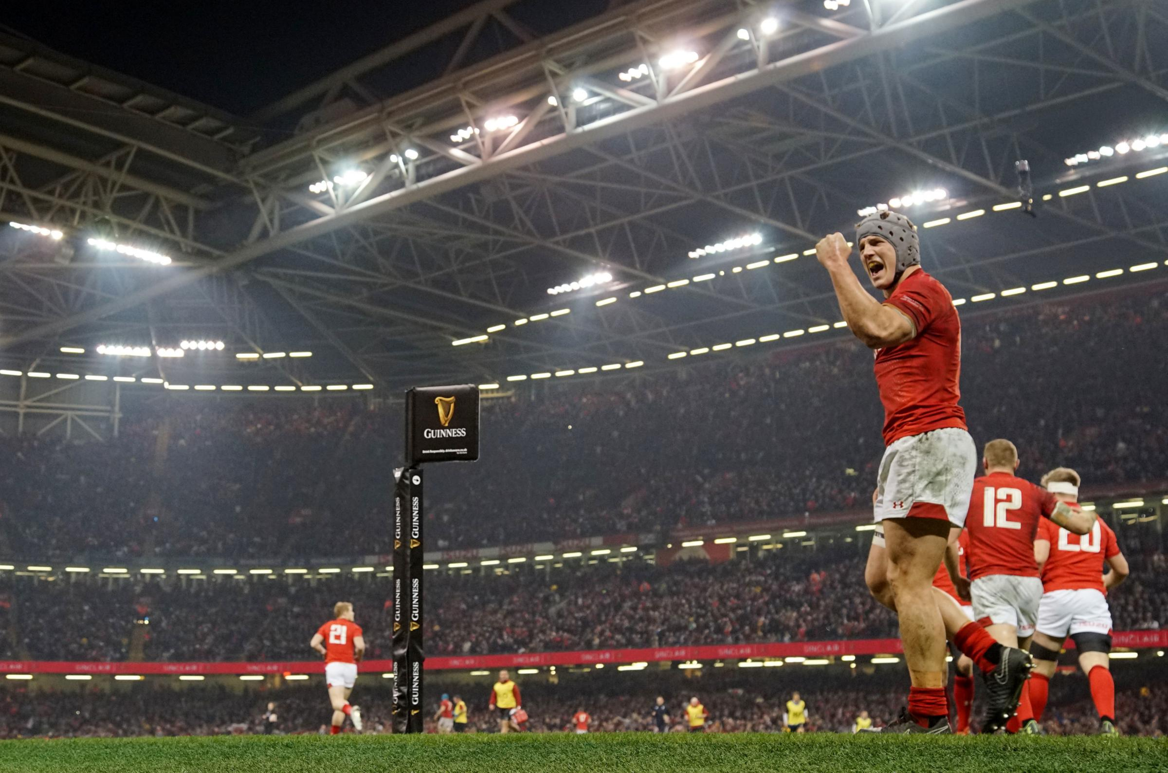Roof to be open for Wales' Grand Slam clash