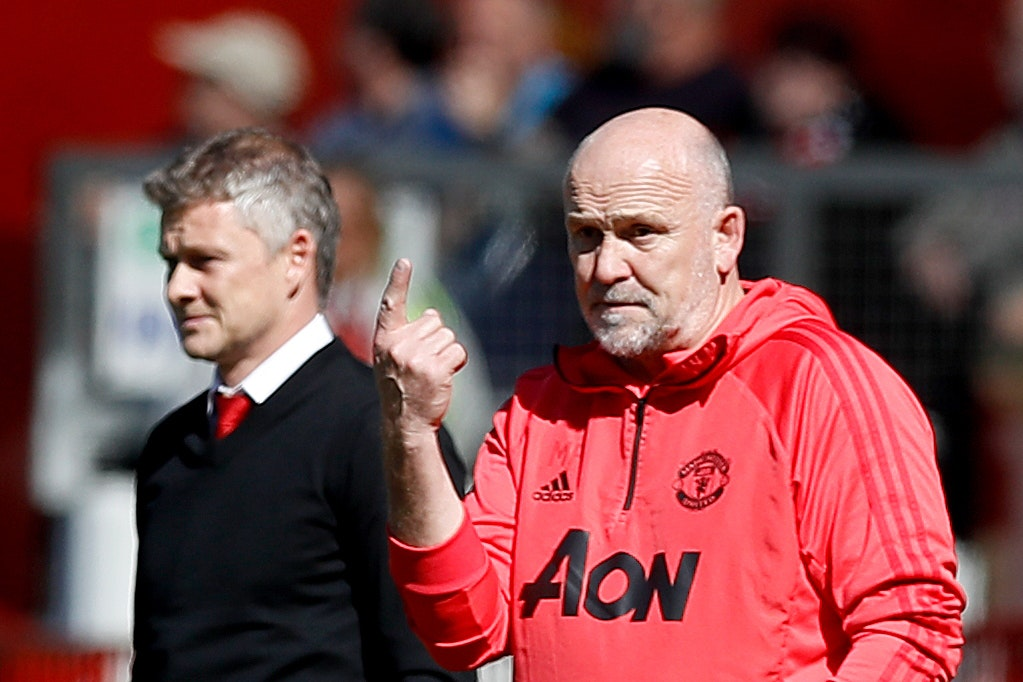 Mike Phelan (right)